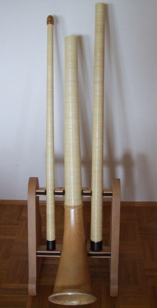 alphornbau neumann alphorn alph rner alphorntaschen alphornnoten holzmundst cke schnitzereien. Black Bedroom Furniture Sets. Home Design Ideas